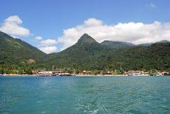 Grande isla de Ilha: El puerto de Vila hace Abraoo, Rio de Janeiro Brazil Foto de archivo libre de regalías