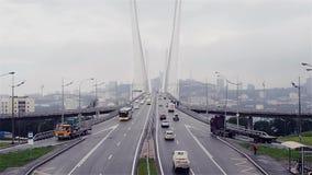 Grande jonction de route, entrée au grand pont câble-resté banque de vidéos