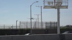 Grande jumbo - jato que entra para uma aterrissagem video estoque