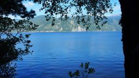 Grande lago azul foto de stock