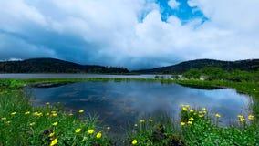 Grande lago Shangri-La, il Yunnan Cina fotografia stock