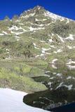 Grande lagune en montagne du ` s de Gredos Images stock