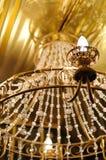 Grande lampadario a bracci a cristallo fotografia stock