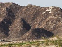 Grande lettre A gravée à l'eau-forte sur le flanc de montagne - Arizona photo stock