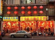A grande loja vende decorações chinesas do ano novo Imagem de Stock Royalty Free