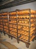 Grande lote das salsichas no processo de cozimento Imagem de Stock Royalty Free