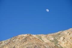 Grande luna sopra l'Himalaya Immagini Stock Libere da Diritti