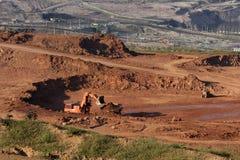 Grande máquina escavadora no trabalho em um do lignite da mineração fotografia de stock
