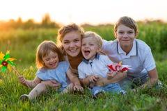 Grande mère sur une promenade avec des enfants Images stock