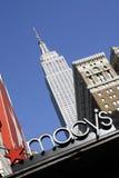 Grande magazzino e Empire State Building di Macy Fotografia Stock Libera da Diritti