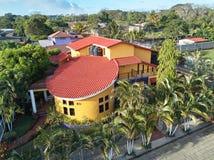 Grande maison avec le balcon Image libre de droits
