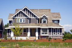 Grande maison de campagne neuve Image libre de droits