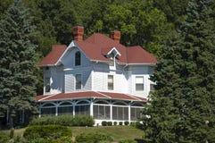 Grande maison de luxe de patrimoine de manoir de cru par Woods Image libre de droits
