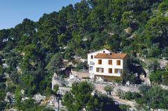 Grande maison en montagne photographie stock libre de droits