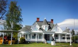 Grande mansão elegante do país  fotografia de stock