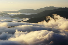 Grande mare delle nubi con il tramonto fotografia stock