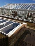 Grande mattone e campana di vetro all'aperto di vetro del giardino Fotografie Stock