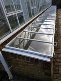 Grande mattone e campana di vetro all'aperto di vetro del giardino Fotografia Stock Libera da Diritti