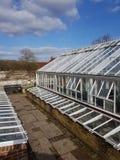 Grande mattone e campana di vetro all'aperto di vetro del giardino Immagine Stock Libera da Diritti
