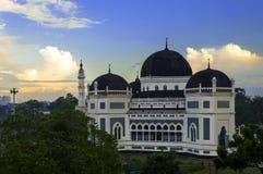 A grande mesquita de Medan na manhã. fotografia de stock