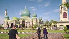 Grande mesquita de An-Nur em Pekanbaru, Indonésia vídeos de arquivo