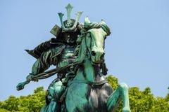grande monumento do samurai no Tóquio imagens de stock