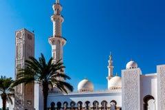 Grande moschea famosa di Sheikh Zayed in Abu Dhabi, Emirati Arabi Uniti fotografia stock libera da diritti