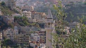 Grande mosquée islamique avec dans une ville arabe musulmane clips vidéos
