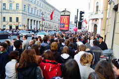 Grande multidão de povos no prospeto de Nevsky Imagens de Stock Royalty Free
