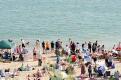 Grande multidão na praia de Clacton para o airshow anual Imagem de Stock