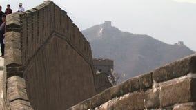 Grande muraglia della Cina che guarda lungo la parete video d archivio