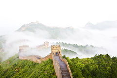 Grande Muraglia della Cina in nebbia Immagini Stock