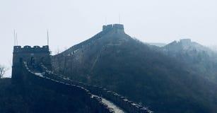 Grande muraglia della Cina nella foschia fotografia stock libera da diritti