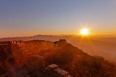 Grande Muraglia di Badaling nel tramonto Fotografia Stock