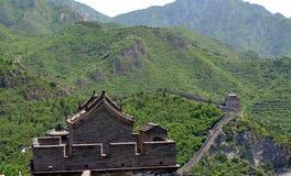 Grande Muraille de la Chine et des montagnes images stock