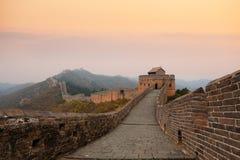 Grande Muraille de porcelaine dans le crépuscule d'automne Photographie stock libre de droits