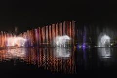 Grande musical elettrico della fontana, Okada, Manila, notte, illuminata Fotografie Stock