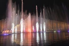 Grande musical elettrico della fontana, Okada, Manila, notte, illuminata Fotografia Stock Libera da Diritti