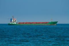 Grande nave da carico in mare Fotografia Stock Libera da Diritti