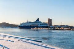 Grande nave da crociera nel fiordo di Oslo, Norvegia immagini stock libere da diritti