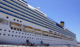 Grande nave da crociera nella porta di Malta Immagine Stock Libera da Diritti
