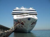 Grande nave da crociera norvegese della linea di crociera messa in bacino Immagine Stock Libera da Diritti