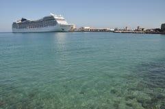 Grande nave da crociera sul mar Mediterraneo Fotografie Stock Libere da Diritti