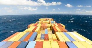 Grande nave della nave portacontainer e l'orizzonte immagine stock libera da diritti