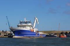 Grande nave nell'estuario del sud di Esk, Montrose, Angus Fotografie Stock