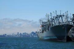 Grande nave a porta Fotografie Stock Libere da Diritti
