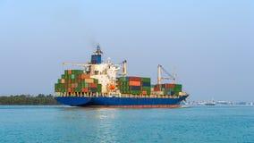 Grande nave porta-container Immagini Stock