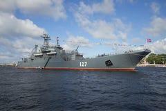 Grande navio de aterrissagem Minsk na celebração do dia da marinha St Petersburg Fotografia de Stock Royalty Free