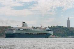 Grande navio de cruzeiros imagens de stock