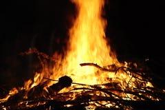 Grande notte ed alto fuoco Fotografia Stock Libera da Diritti